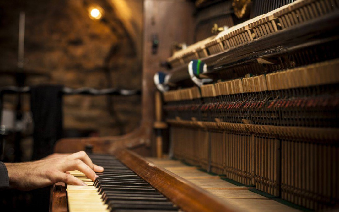 "Piano pondělek s ""WHITE RUSSIAN"""